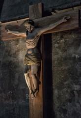 Christ en croix dans la cathédrale Notre-Dame de Chartres, Eure-et-Loir, France