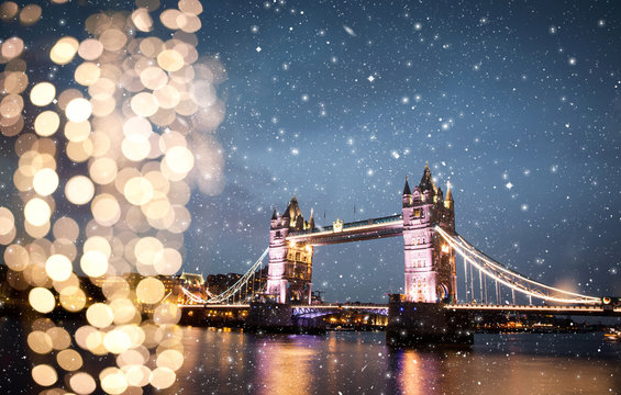 snowing in London, UK - winterholidays  in the city