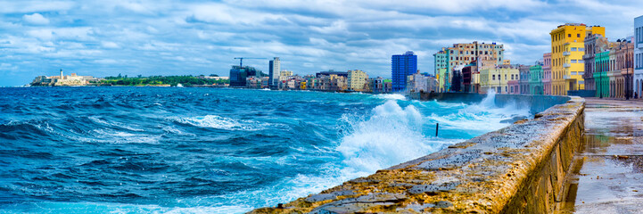 Poster Havana The Havana skyline and the iconic Malecon seawall with a stormy ocean