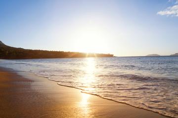 Pôr do sol reflexo na água