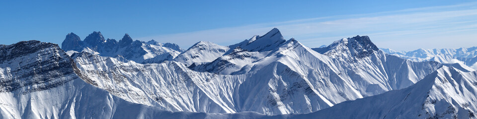 Fototapete - Large panorama of snowy mountains and blue sky