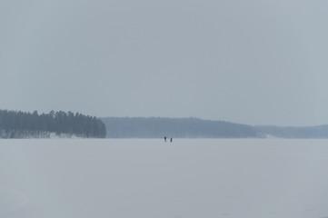 Hiking in skandinavien winter sunset on frozen lake