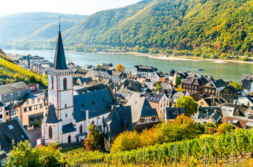 Hony Cross Church in Assmannshausen, the Upper Middle Rhine Valley in Germany Fototapete