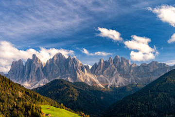 Fototapete - Geisler or Odle Dolomites Group. Colorful autumn scene of Dolomite Alps, Italy, Europe.