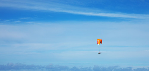 Photo sur Aluminium Aerien Paragliding on the sky