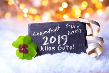 Neujahr, Silvester 2018, 2019 - Hintergrund mit Bokeh und Schnee - Schiefertafel