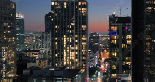 Fotobehang Buildings of downtown Los Angeles at dusk. Night city timelapse.