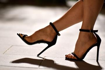 scarpa sandalo femminile da donna con tacco alto Wall mural