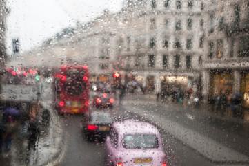 londra sotto la pioggia