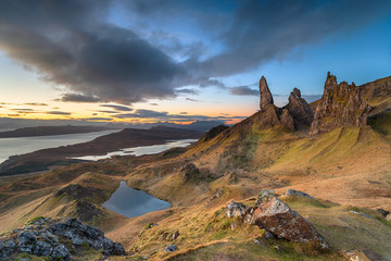 Wall Mural - Dawn at the Old Man of Storr