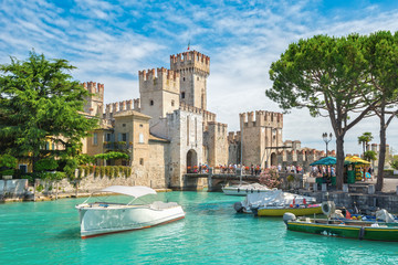 Rocca Scaligera castle on the island of Sirmione, lake Garda, Italy Fototapete