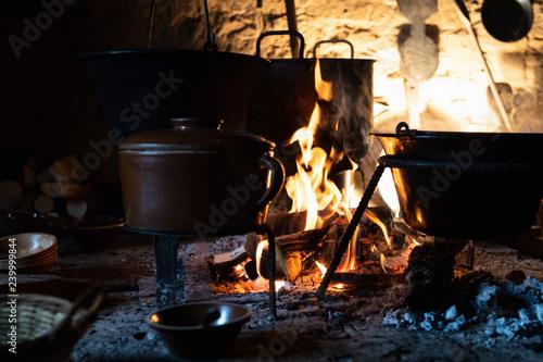 Schwarze Küche   Kochen Auf Offenem Feuer   Mittelalter   2