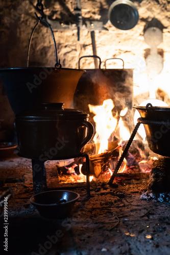 Attractive Schwarze Küche   Kochen Auf Offenem Feuer   Mittelalter   1