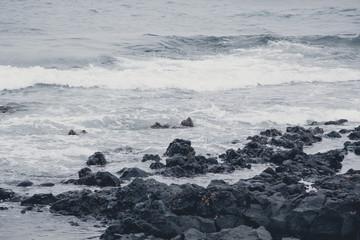 stprmische Wellen, trübes Wetter