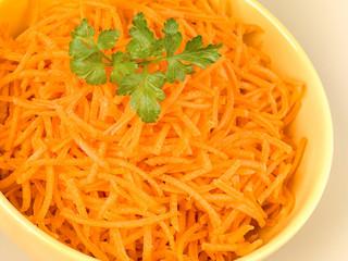 carottes crues râpé en gros plan