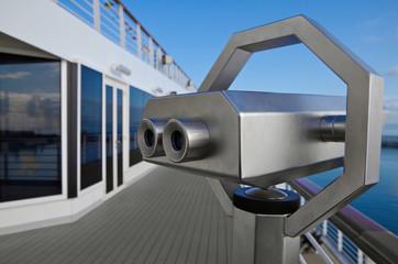 Fernrohr auf Kreuzfahrtschiff