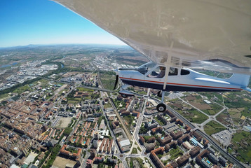 PILOT FLYING ABOVE A CITY WITH A AIRPLANE