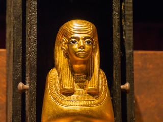 Ägyptische Statue aus Gold