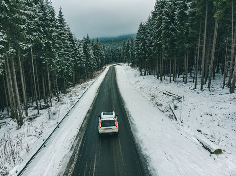 freedom concept aerial view of suv at snowed highway. road trip. car travel