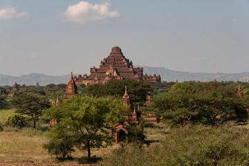 Vista del Templo Dhammayan Gyi en el parque arqueológico de Bagan. Myanmar