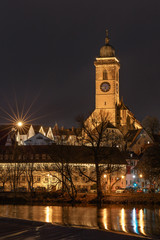 Stadtkirche St. Laurentius in Nürtingen bei nacht