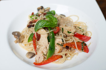 Spaghetti with Grilled Chicken, capsicum, and mushroom