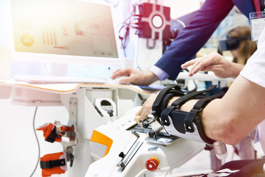 Robotics rehabilitation devices for use with hand