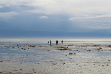 Spaziergänger im Wattenmeer, Fanö, Dänemark