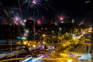 Fuochi d'artificio la notte di natale a Hiaraz, Perù