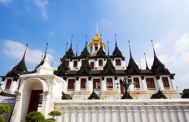 Bangkok, Thailand, Wat Ratchanadda (The Loha Prasat). Iron Castle (Loha Prasat, Loha Prasat) is the only temple in Bangkok-Chedi, made of metal. The four-story temple, crowned by 37 spires