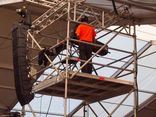 Licht-Techniker beim Aufbau