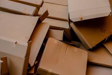 Caixas de Papelão Marrom para serem recicladas
