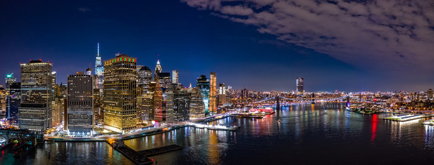 Fototapete - Aerial panorama of the Lower Manhattan and Brooklyn Bridge by night