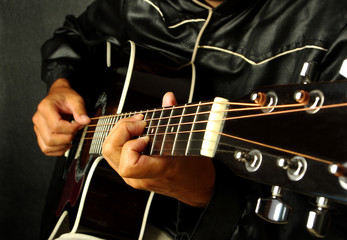 Guitarist plays the guitar. Close-up