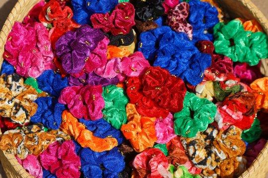 Haarbänder auf dem Markt in Ambositra