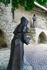 Mönche im Garten des dänischen Königs in Tallinn, Estland