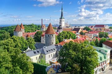 Blick auf Olaikirche und Altstadt Tallinn, Estland