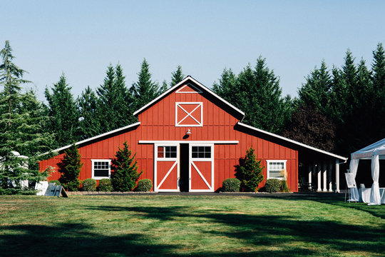 large red barn during day