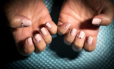 Semipermanent manicure beige