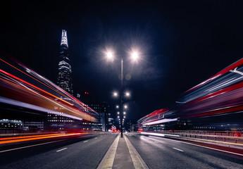 Photo sur Plexiglas Londres London night traffic