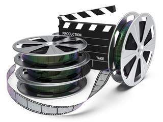 Filmstreifen, Filmrolle mit Regieklappe isoliert weißer Hintergrund 3D Rendering