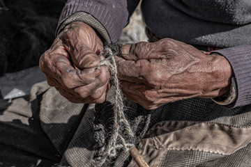 Nepale weaver braiding rope