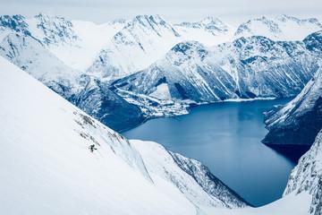 Skifahrer auf Gletscher in Norwegen