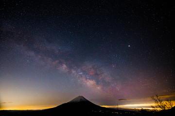 精進湖パノラマ台からの富士山と天の川