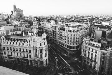 Budynek Metropolis na Gran Via. Madryt w czerni i bieli (Hiszpania) - 241018810