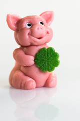 Marzipan-Glücksschwein zu Neujahr, hochformat