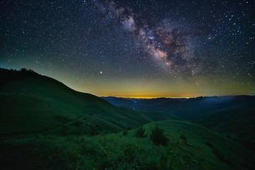 丘陵から望む天の川-1