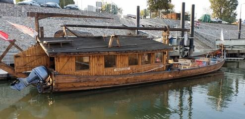 Dar Mazowsza drewniany statek WIślany
