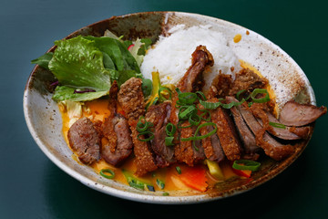 Poster Peking Peking duck curry with rice and salad