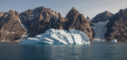 Poster Eagle iceberg in front of fjords of Greenland